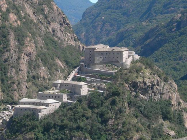 Plaisir de culture - Il Monte Rosa. Ricerca fotografica e scientifica thumbnail