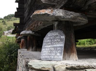Gli stadel antiche costruzioni walser valle d 39 aosta for Foto di case antiche