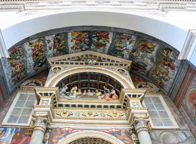 Frescoes and statues-adorned atrium