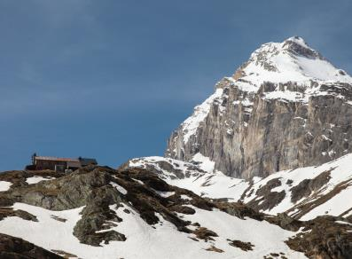 Benevolo mountain hut and Granta Parei